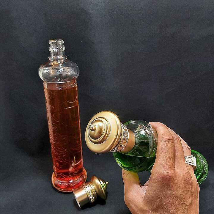 Vỏ Chai Thủy Tinh 500ml cao cấp họa tiết Rồng - mẫu Trụ Cao – nắp nhựa kiểu Tháp màu Đồng – chưng bàn ăn vô cùng sang trọng (Mẫu C17)