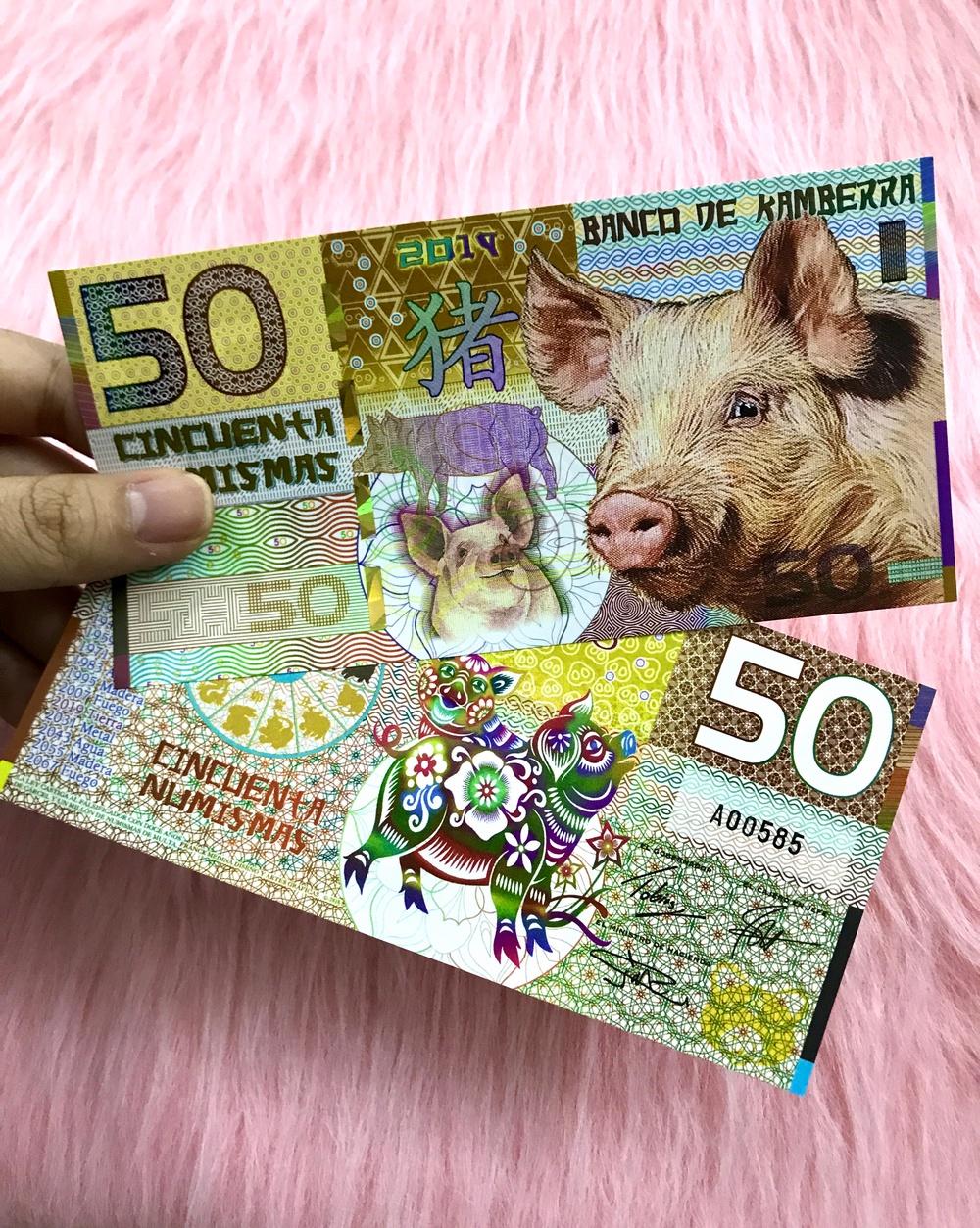 Tờ tiền lưu niệm hình con heo Kambera của Úc 50 Numismas, dùng để sưu tầm, quà tặng lì xì người tuổi Hợi - tặng kèm bao lì xì đỏ - The Merrick Mint