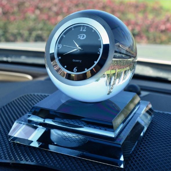 Nước hoa xe hơi tích hợp đồng hồ