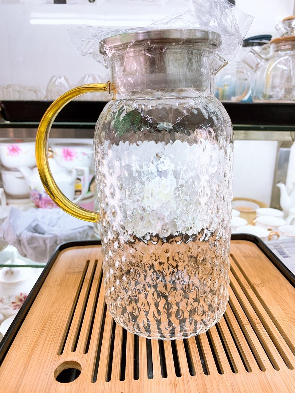 Bình thủy tinh đựng nước vân nhám chịu nhiệt lên tới 400 độ C dáng tròn cao nắp inox  1,8l - ANTH324