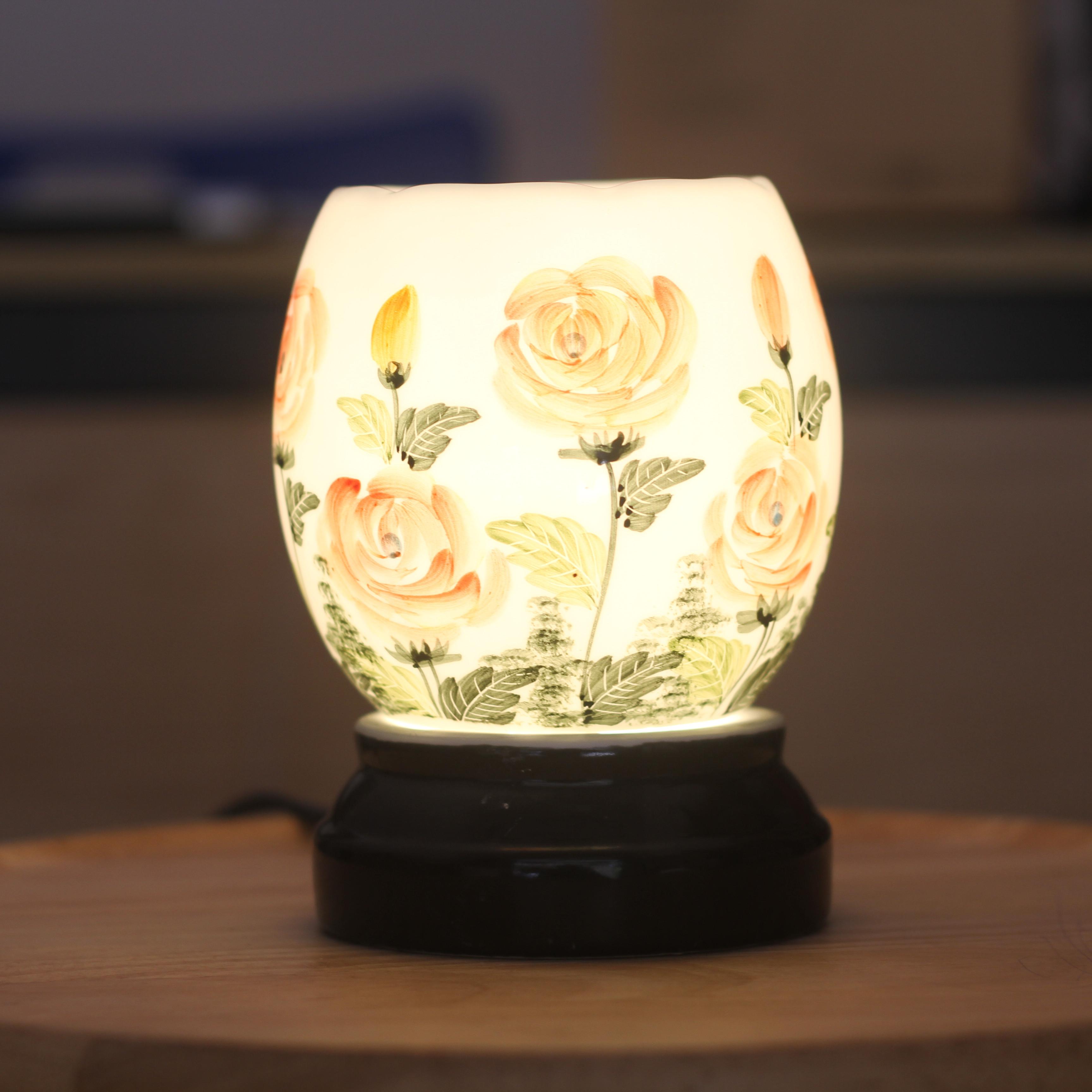 Đèn xông tinh dầu họa tiết hoa hồng sang trọng. Gốm sứ bát tràng cao cấp