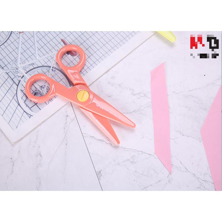 Kéo nhựa cắt giấy an toàn cho bé M&G ASSN2266 màu xanh dạ quang, tím, vàng, cam hồng