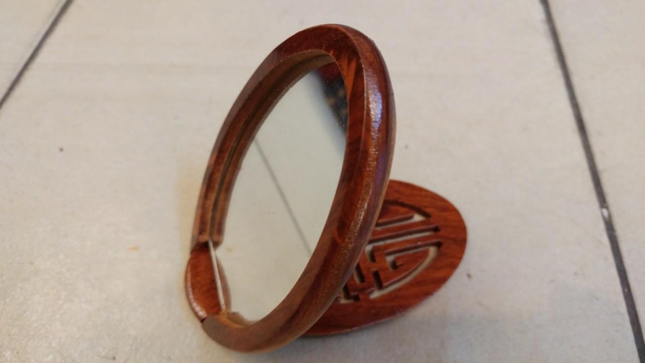 Gương trang điểm cầm tay mini bằng gỗ
