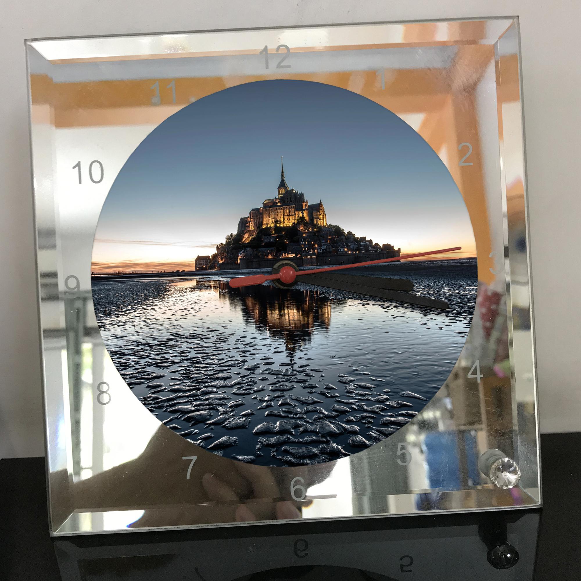 Đồng hồ thủy tinh vuông 20x20 in hình tu viện Mont Saint-Michel (36) . Đồng hồ thủy tinh để bàn trang trí đẹp chủ đề tôn giáo
