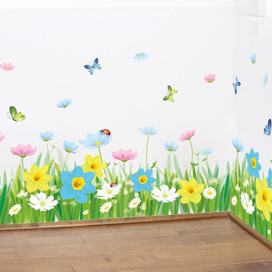 decal dán tường chân rào cỏ hoa cúc nhiều màu