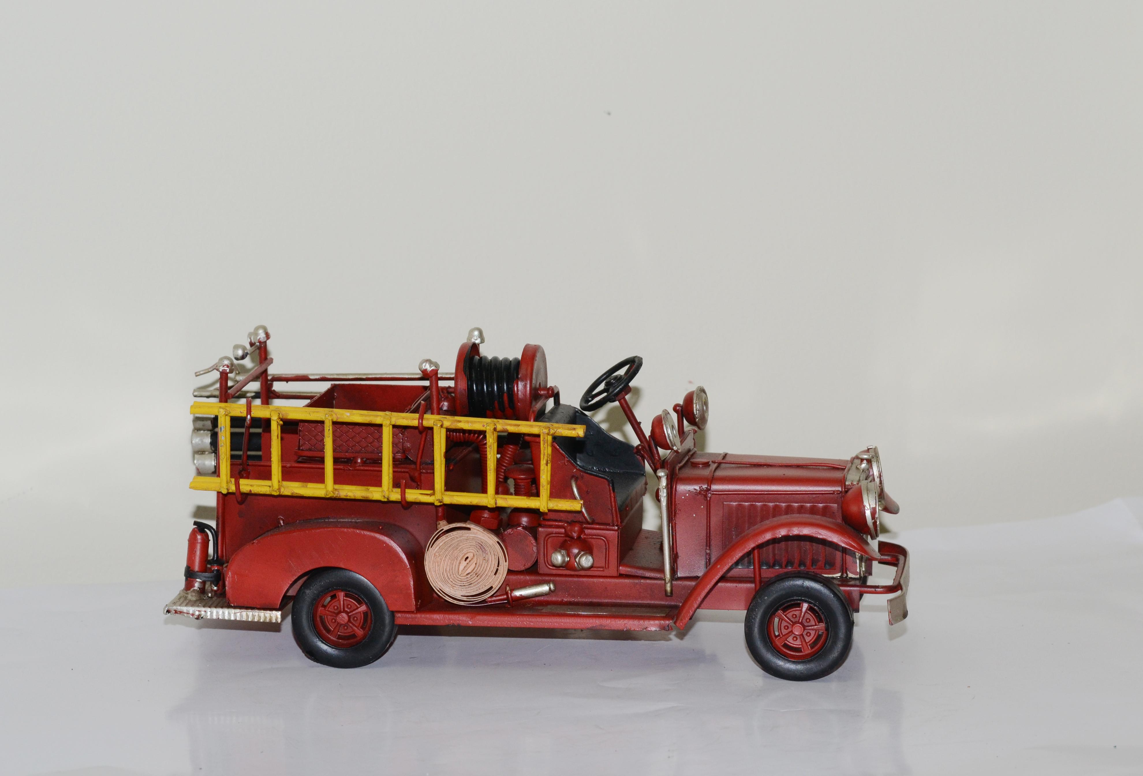 Mô hình xe cứu hỏa kim loại trưng bày/ Fire Truck Metal Decoration Handmade (1904D-1645)