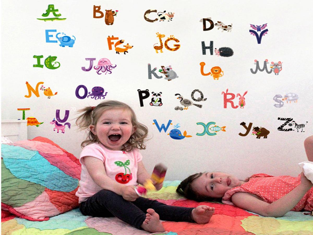 Decal dán tường cho bé bảng chữ cái thú
