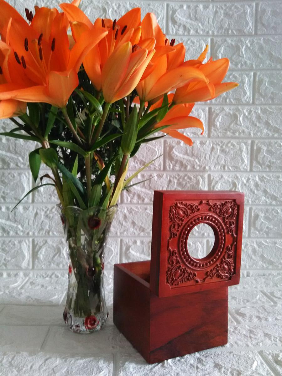 Hộp khăn giấy vuông bằng gỗ hương đỏ cao cấp mặt trạm hoa văn cổ điển HGVT13