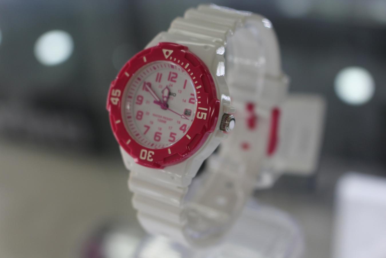 Đồng hồ nữ dây nhựa Casio LRW-200H-4BVDF