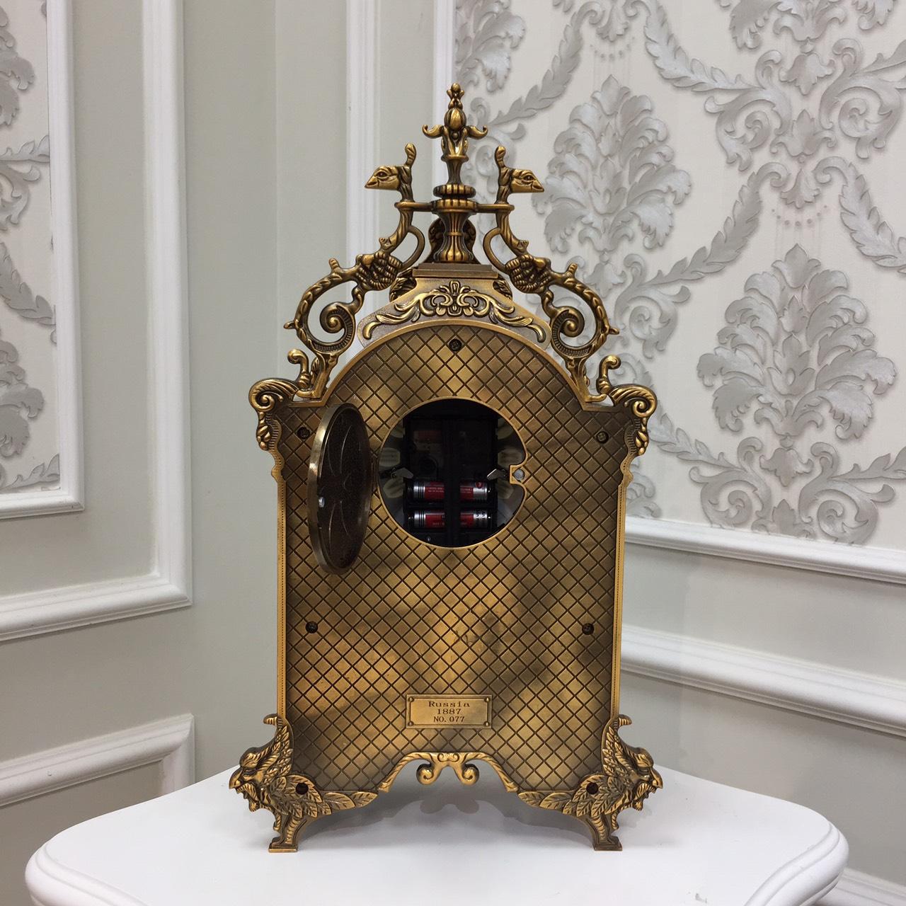 Đồng hồ quả lắc để bàn Chất Liệu đồng mặt kính cao cấp - Đồng hồ để bàn cổ điển đẹp sang trọng kích thước 26cm * 15cm* 45cm để kệ tủ trang trí phòng khách nhà ở.