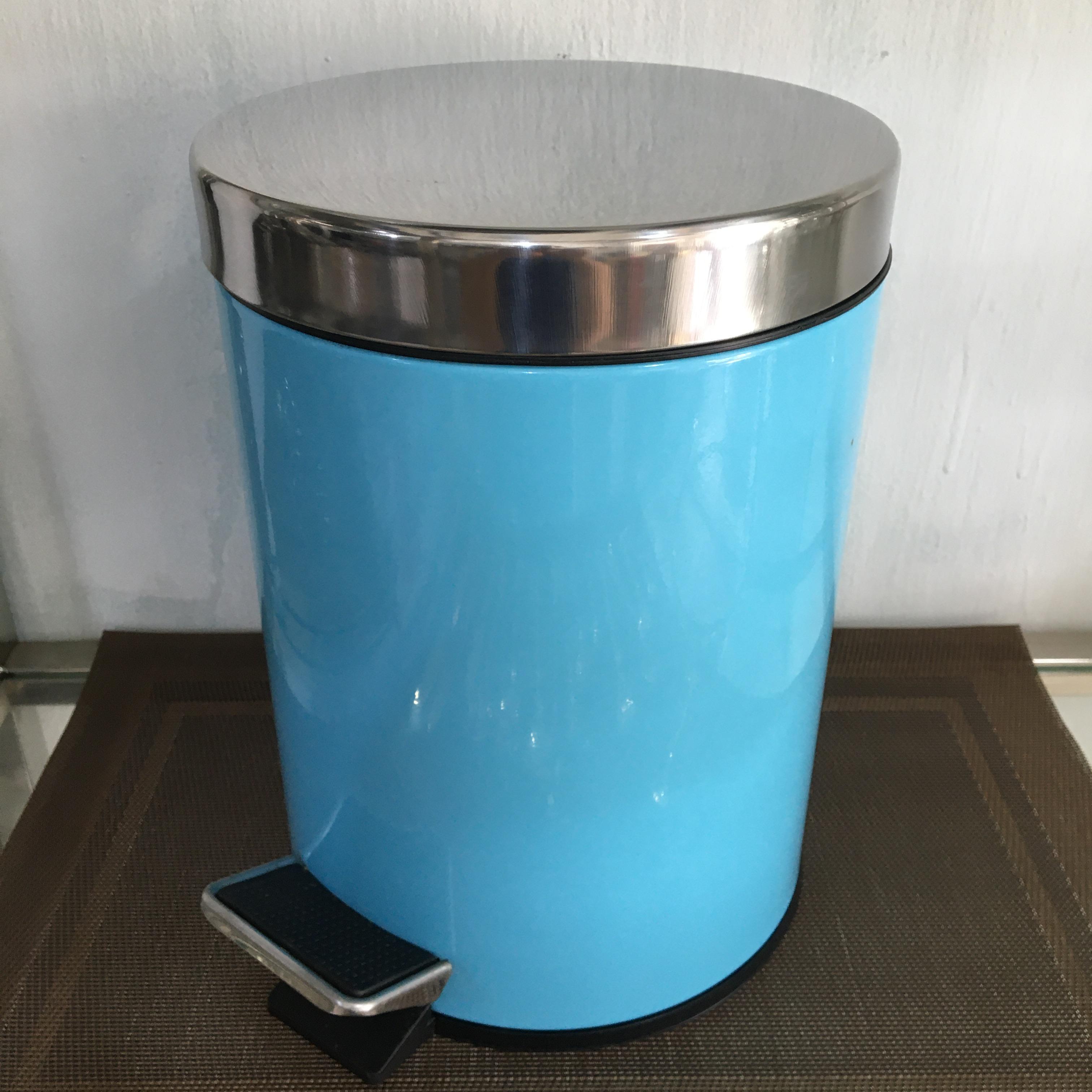 Thùng rác inox chân đạp loại 5 lít, màu xanh ngọc được dùng trong phòng, toilet