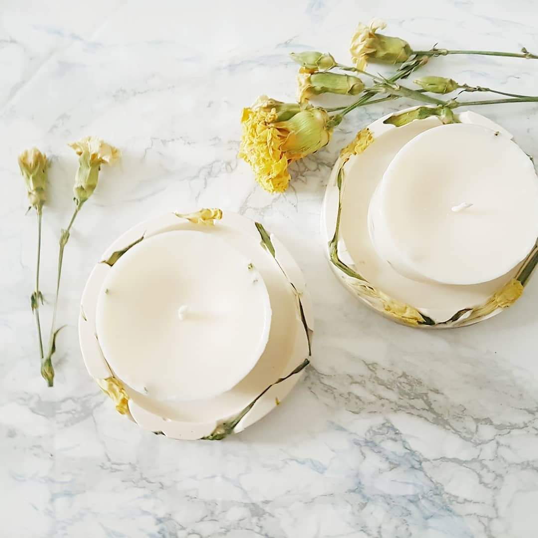 Đế đỡ nến hoa cẩm chướng vàng, sản phẩm tự nhiên và thân thiện với môi trường