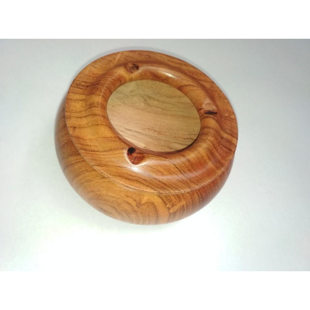 Gạt tàn  bằng gỗ hương nguyên khối.
