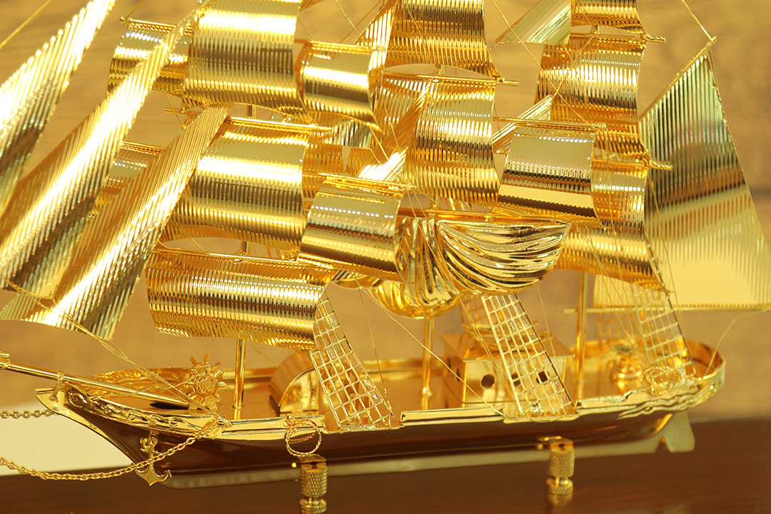 Quà tặng khách nước ngoài độc đáo - Mô hình thuyền buồm cỡ to mạ vàng cao cấp mẫu 05