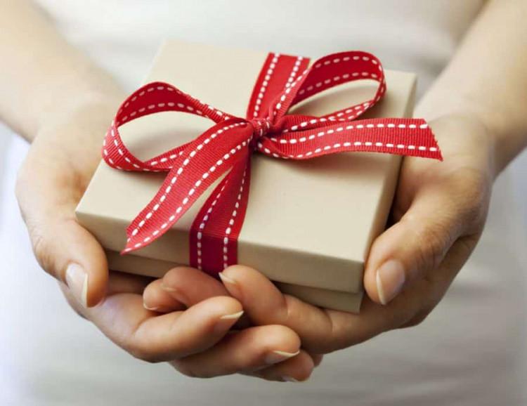 Kết quả hình ảnh cho quà tặng