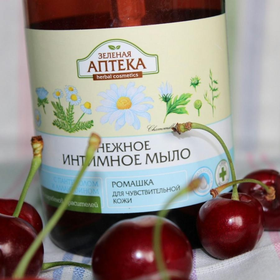 Dung dịch vệ sinh phụ nữ hoa cúc dành cho da nhạy cảm Zelenaya Apteka Gentle intime soap Camomile 370ml