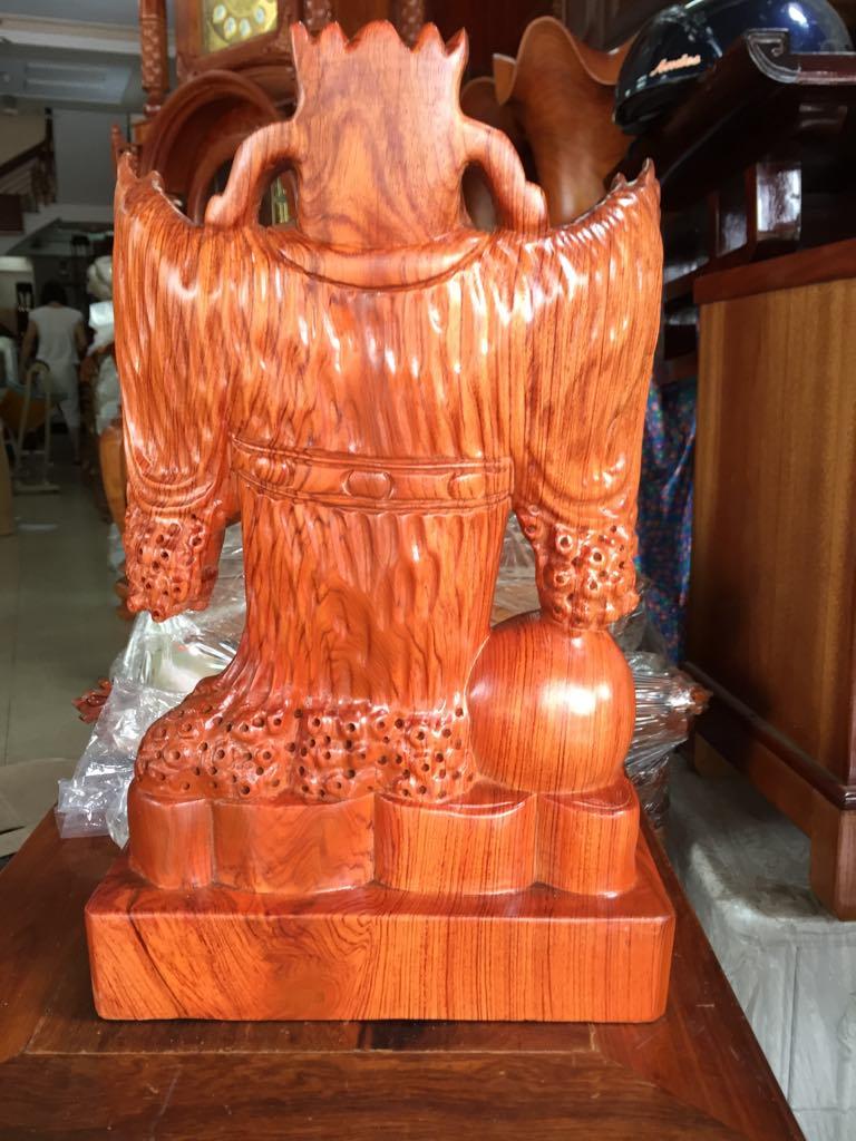 Thần tài hoan hỉ, gỗ hương, kích thước cao 40 cm x ngang 25cm x sâu 11cm, đem tài lộc và may mắn cho gia chủ