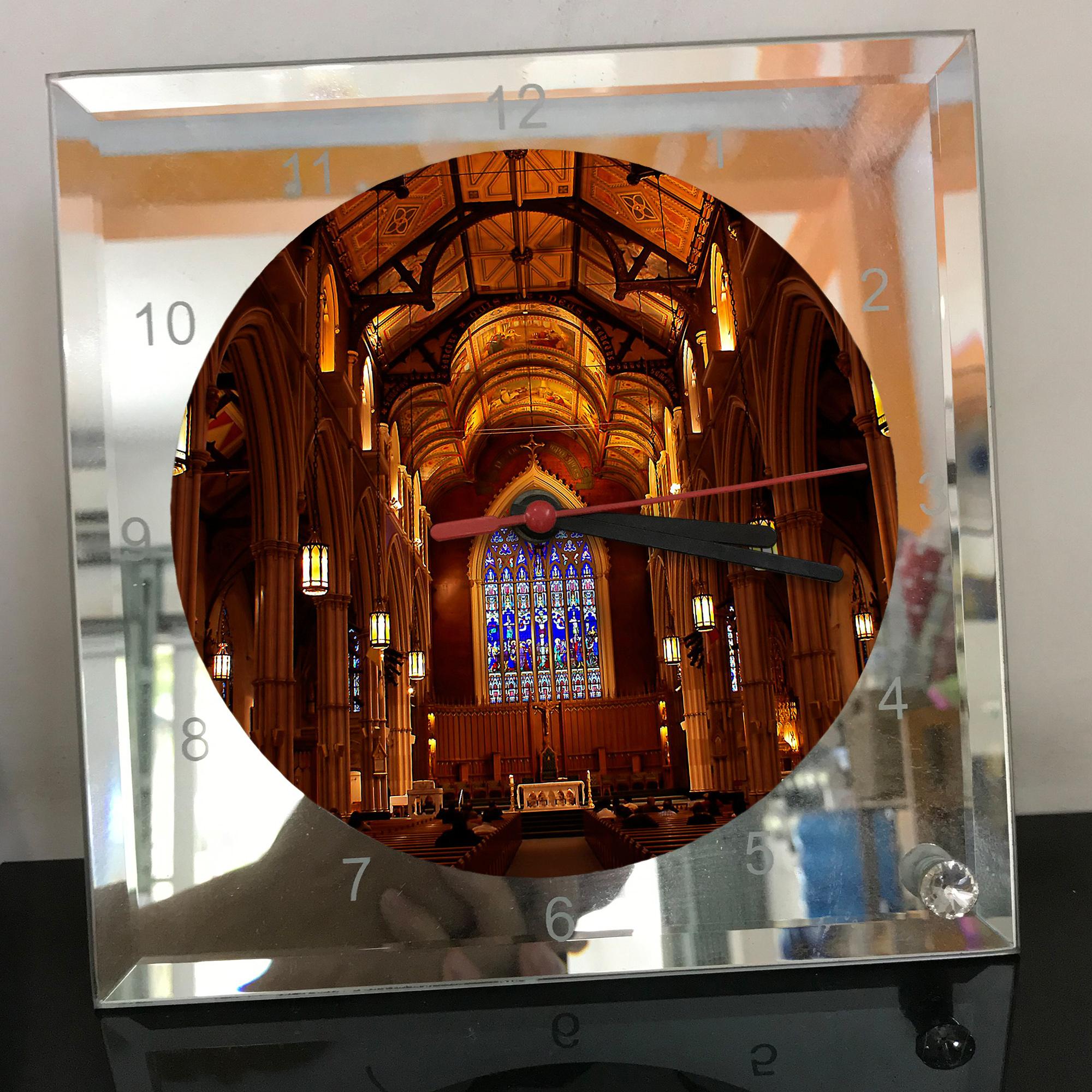 Đồng hồ thủy tinh vuông 20x20 in hình Cathedral - nhà thờ chính tòa (3) . Đồng hồ thủy tinh để bàn trang trí đẹp chủ đề tôn giáo