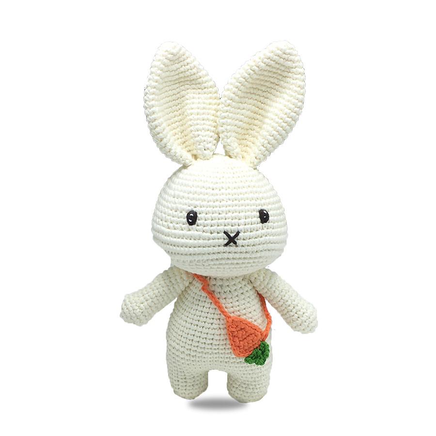 Gấu bông móc len Amigurumi cao cấp - Thỏ nhỏ đeo túi carot