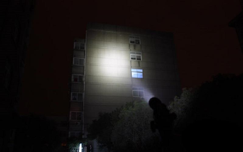 Đèn pin siêu sáng C8 XHP50.2
