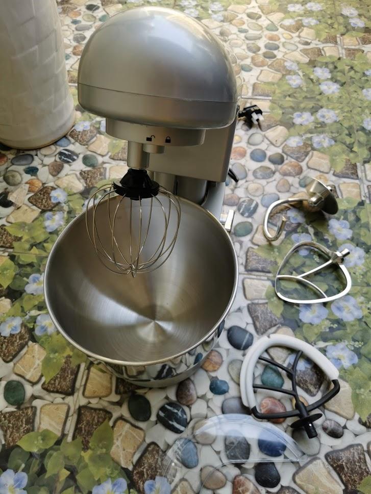 Máy trộn bột ,nhào bột ,trộn bột đánh trứng kem 1000w model âu thố 7L màu bạc