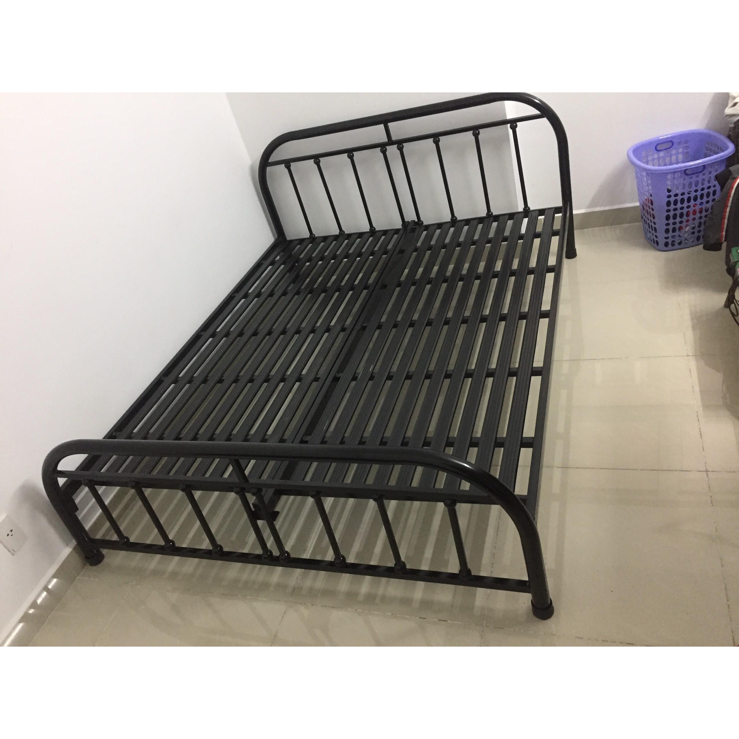 Giường sắt bi đen ngang 1m2