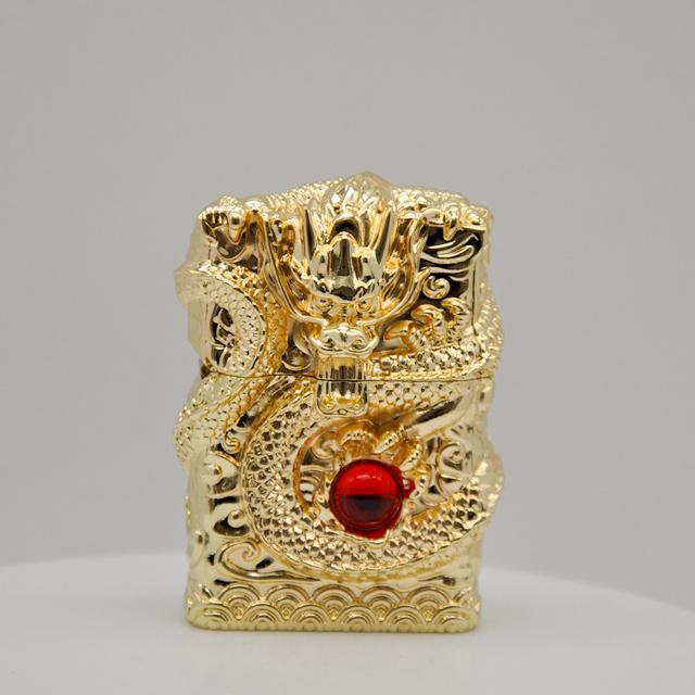 Combo Hộp Qụet Bật Lửa Xăng Z-KJ1001C Phiên Bản Giới Hạn Rồng Vàng Cuộn Ngậm Ngọc Cao Cấp + Tặng Bình Xăng Chuyên Dụng Cho Bật Lửa ( Giao Màu Ngẫu Nhiên )