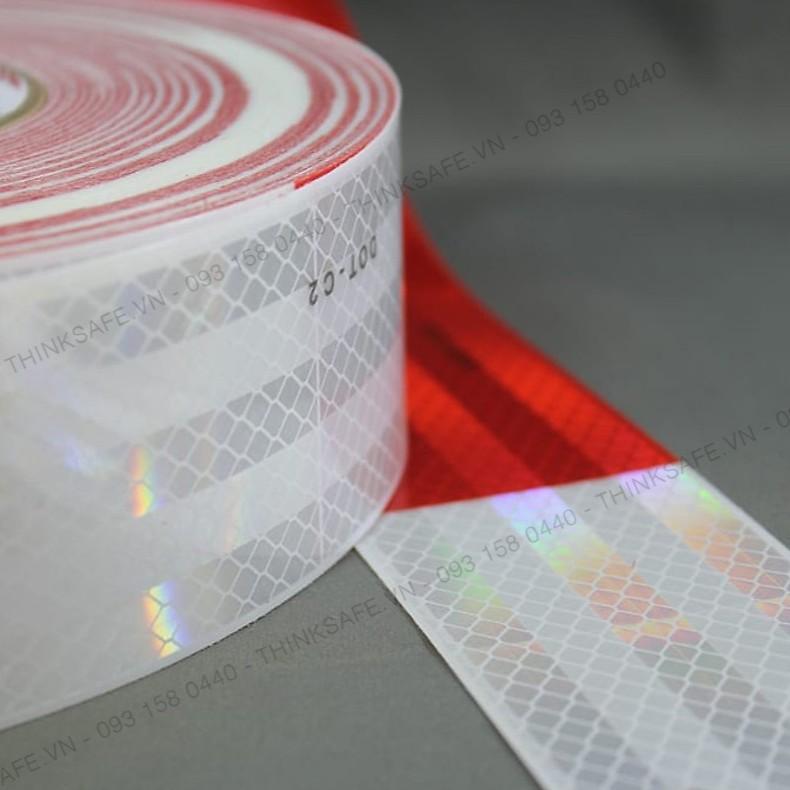 Băng keo phản quang 3M 983 phản quang theo cấu trúc kim cương, bền đẹp, màu trắng đỏ