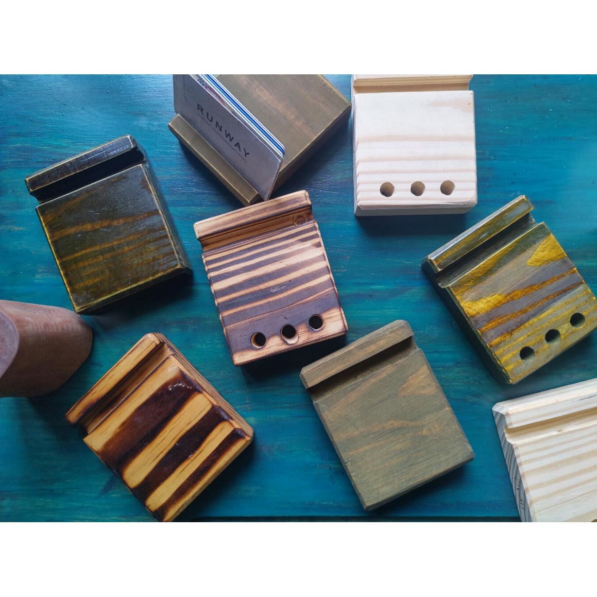 Đế gỗ đa năng đựng card, bút, điện thoại