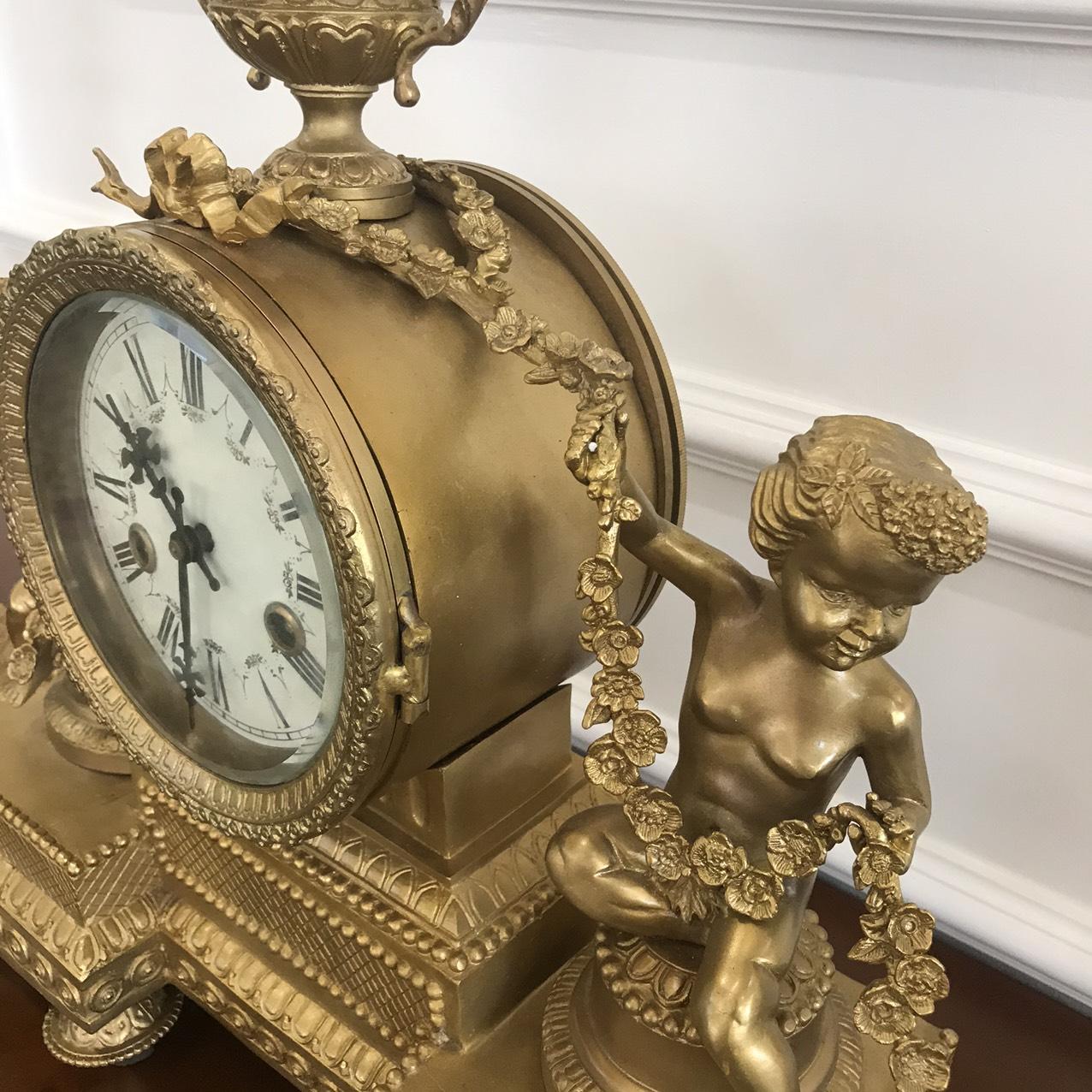 Bộ đồng hồ và cặp chân nến thiên thần mang phong cách Châu Âu chất liệu thuần đồng