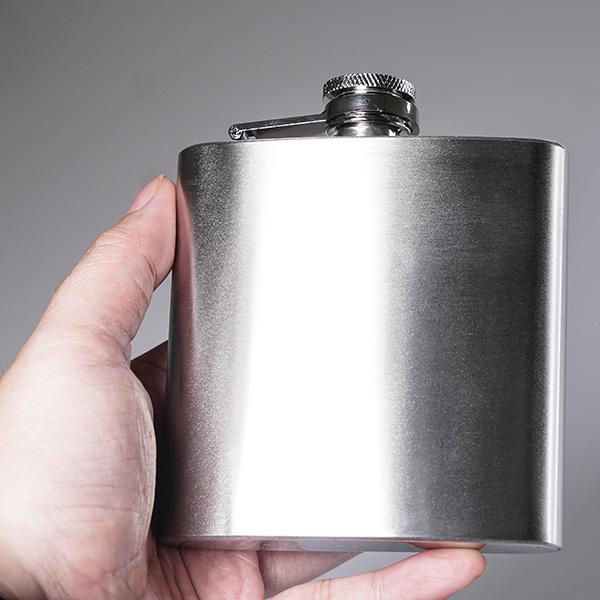 Set Quà tặng cho Nam 5 món: Bình inox bỏ túi, Kìm đa năng có đèn pin, 6 Xúc xắc uống bia, Tấm thép bỏ túi đa năng, Nhẫn khui bia