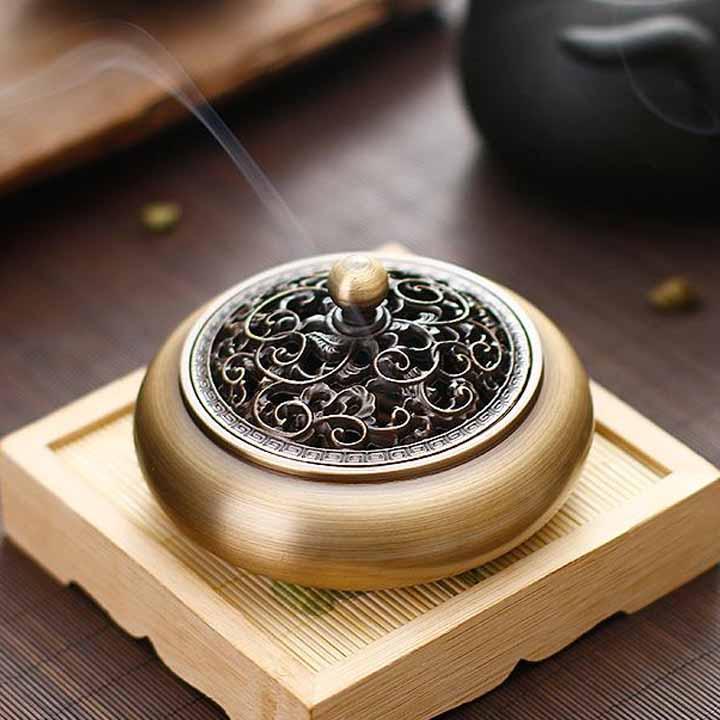 Lư đốt trầm và hương trầm bằng đồng