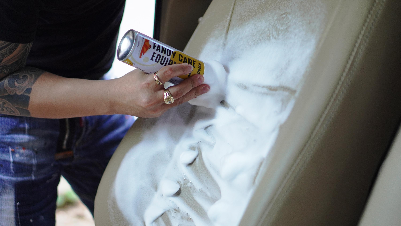 Combo Chai xịt bọt vệ sinh nội thất ô tô  kèm khăn chuyên dụng