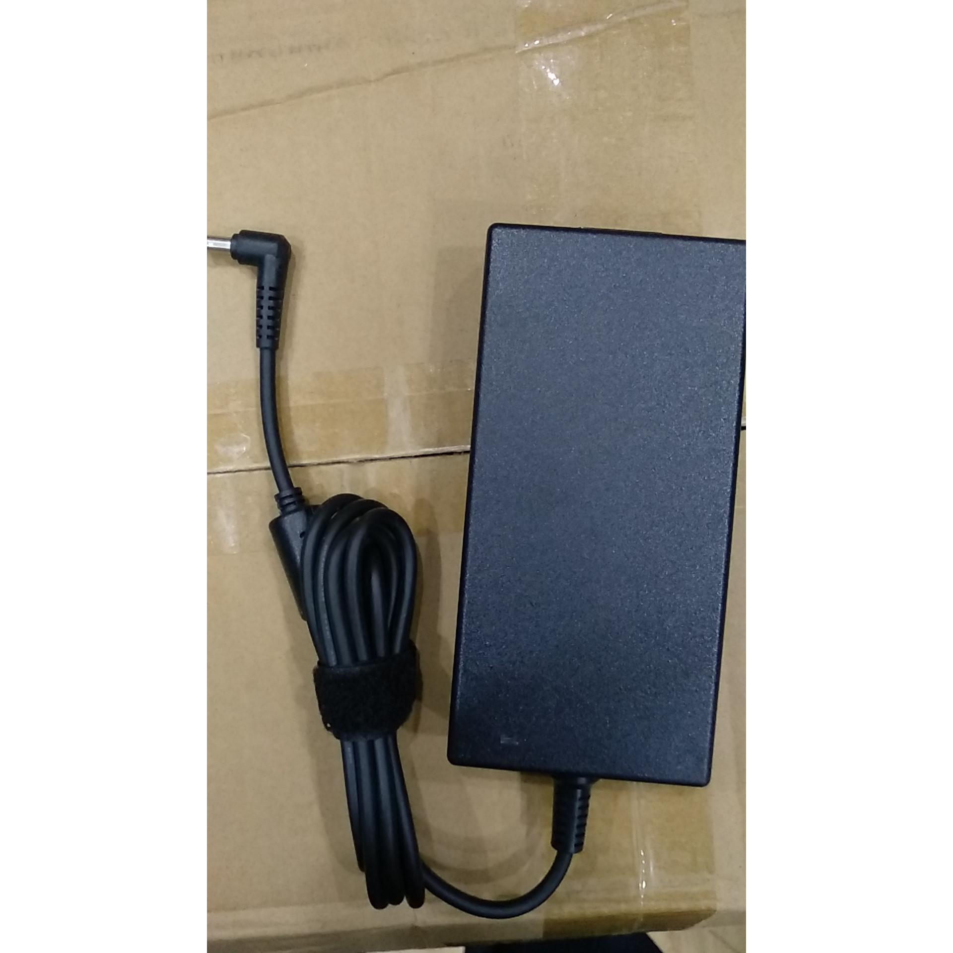 Sạc dành cho Laptop MSI GE62 7RE Camo Squad
