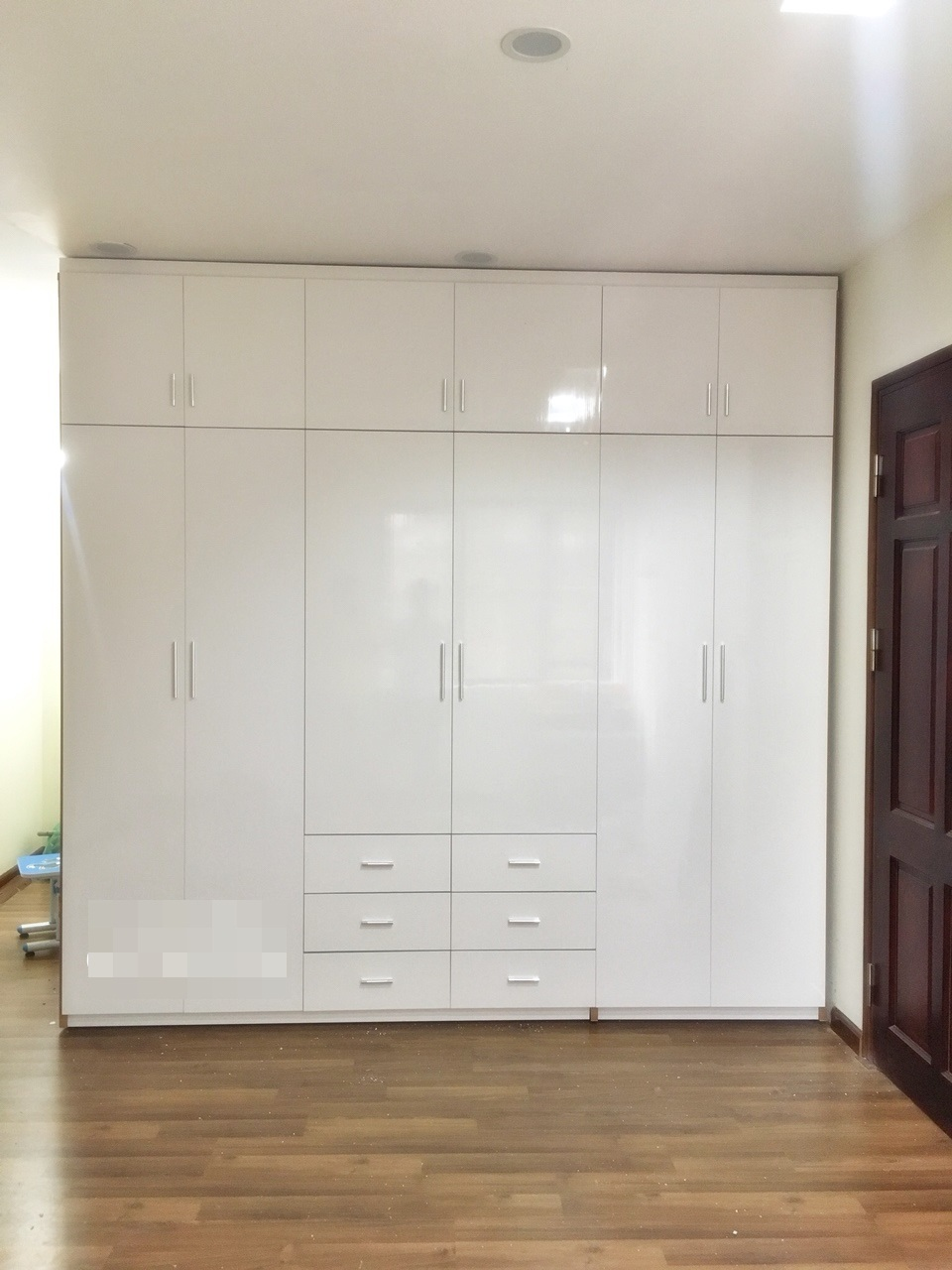 Tủ quần áo nhựa đài loan cao cấp 6 cánh màu trắng khung vân gỗ đỏ