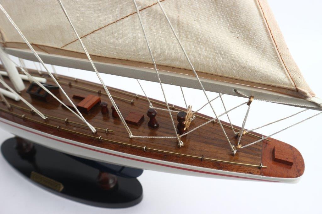 Mô hình du thuyền đua ENTERPRISE (hàng sơn trắng xanh) - 60cm