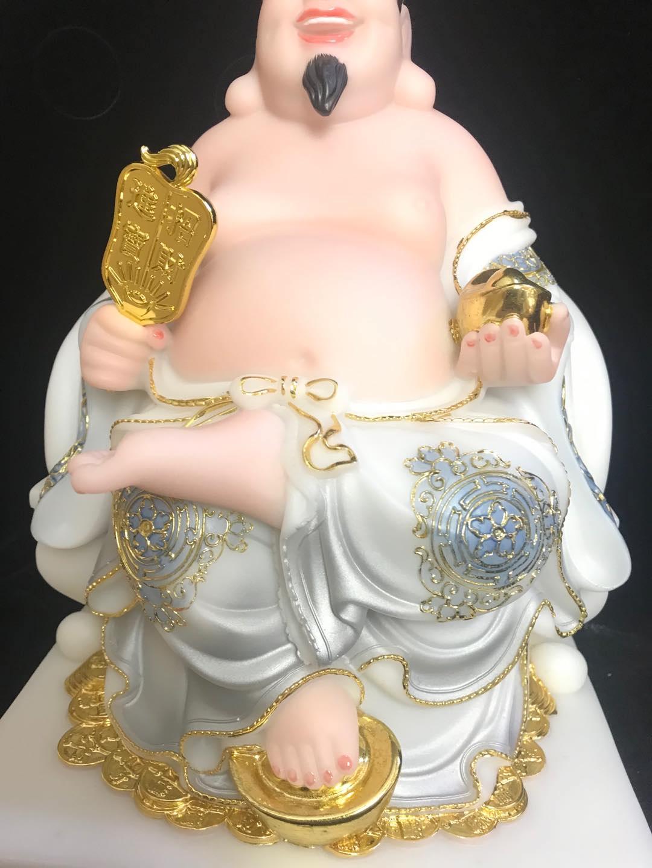Bộ Thần Tài - Ông Địa Trắng Ngồi Ghế, Đạp Vàng, Hoa Văn Rồng