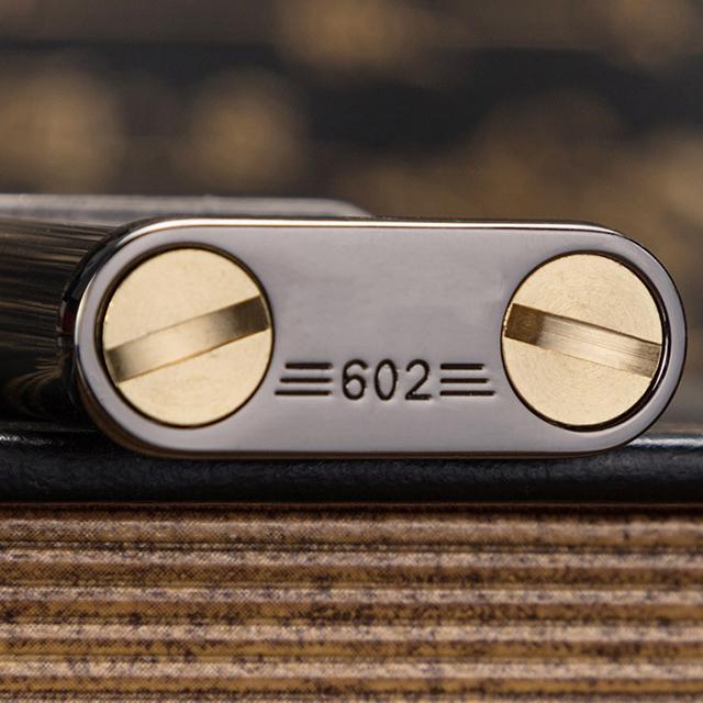 Combo Hộp Qụet Bật Lửa Xăng Đá Z602 Thiết Kế Độc Lạ Nhỏ Gọn Tiện Lợi Nhiều Màu (Giao Ngẫu Nhiên) + Tặng Bình Xăng Chuyên Dụng Cho Bật Lửa Xăng Đá Cao Cấp