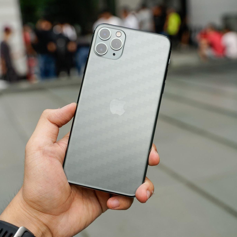 Miếng Dán Mặt Lưng Cacbon Dành Cho Iphone 11 Pro- Handtown - Hàng Chính Hãng