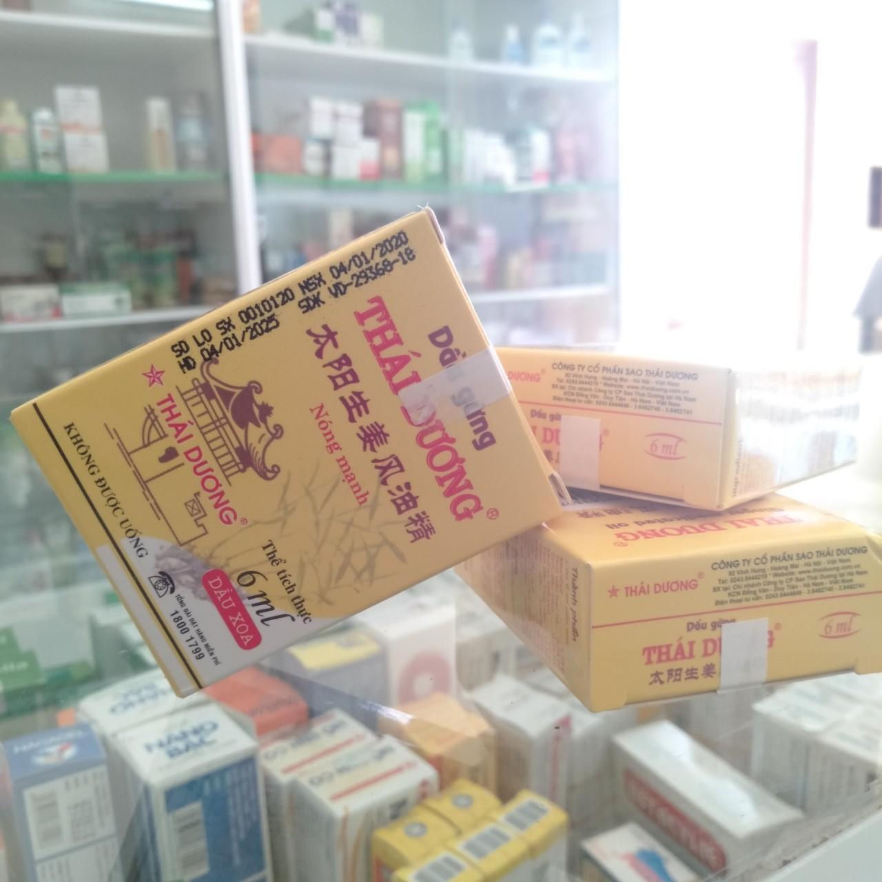 Lốc 3 chai DẦU GỪNG THÁI DƯƠNG 6 ML giảm cảm cúm, ngạt mũi, sổ mũi, nhức đầu, đau cơ, đau vai gáy, đau mình mẩy, cảm lạnh, say tàu xe, côn trùng cắn.