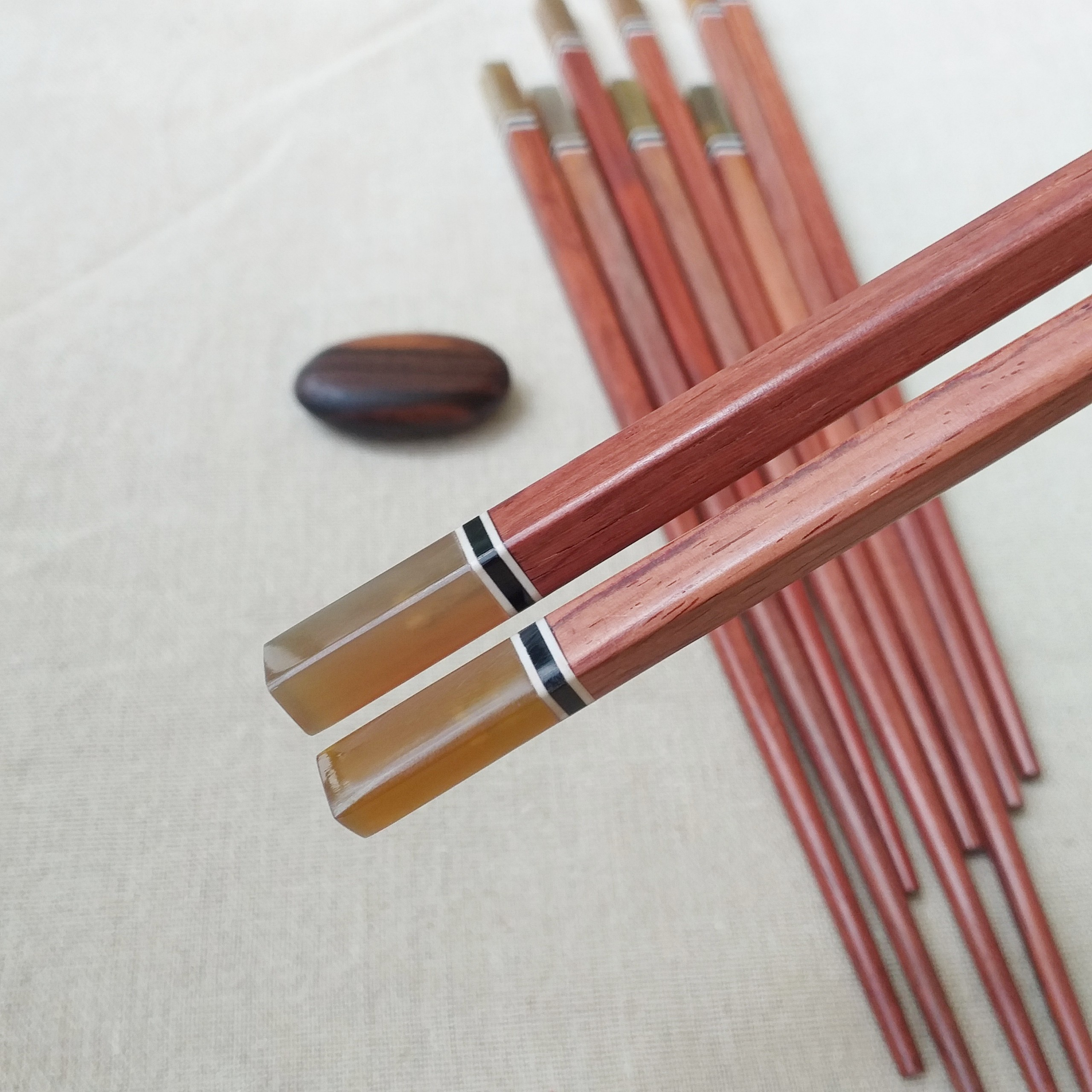 Đũa gỗ Cẩm vuông 24,5cm - Đầu gắn sừng ( 5 đôi /Túi) - Đũa gỗ tự nhiên (D11)