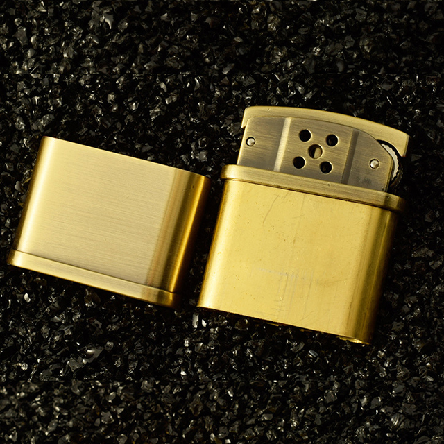Combo Hộp Qụet Bật Lửa Xăng Đá HY683 Thiết Kế Độc Lạ Sang Trọng Màu Vàng + Tặng Bình Xăng Chuyên Dụng Cho Bật Lửa Xăng Đá Cao Cấp