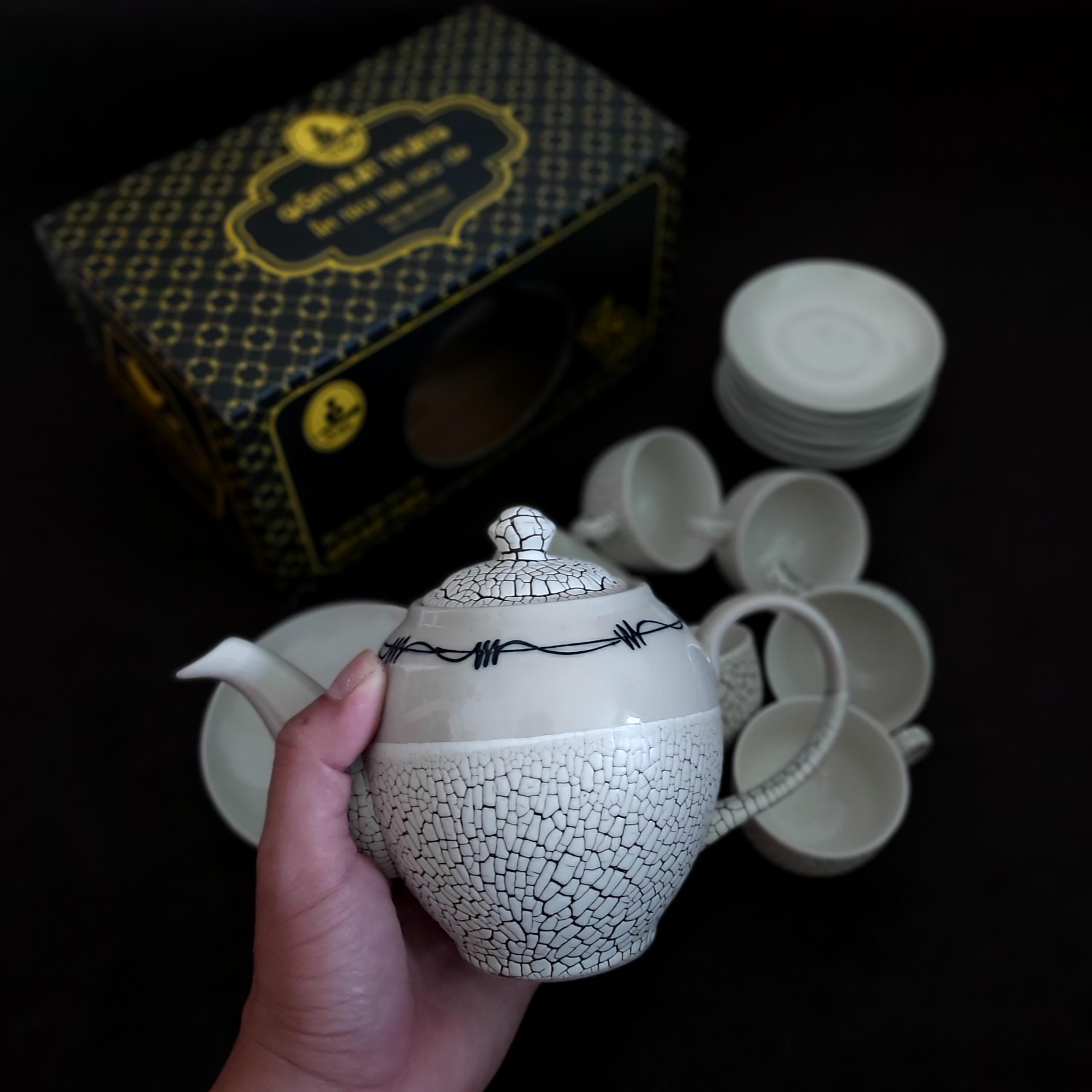 Bộ Ấm Uống trà Bát Tràng mẫu Tròn – Hoa văn nổi sần kiểu đất nẻ cực đẹp – 1 ấm, 6 ly, 7 dĩa - hộp carton - Màu Trắng Ngà Ivory