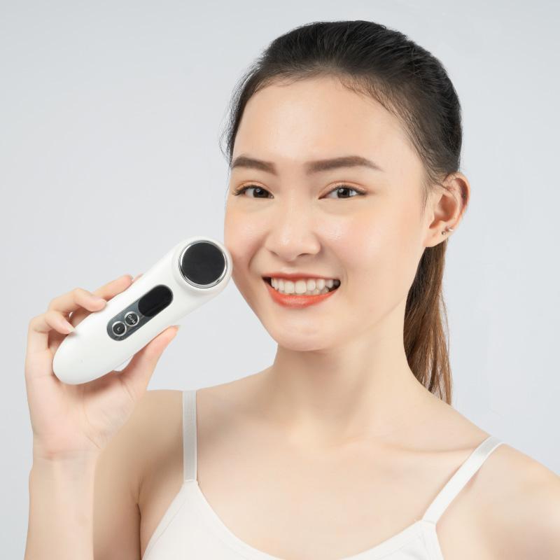 Máy đẩy tinh chất ION dưỡng trắng Maxcare Max888 - Máy điện di tinh chất Maxcare Beauty Device - làm sạch sâu - đẩy tinh chất - cấp ẩm - dưỡng da thương hiệu Nhật Bản