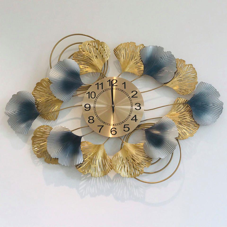 Đồng hồ treo tường tạo hình khóm hoa nghê thuật từ chất liệu hợp kim dùng để trang trí nhà mang phong cách hiện đại và tân cổ điển được nhập khẩu nguyên chiếc tại Hong Kong