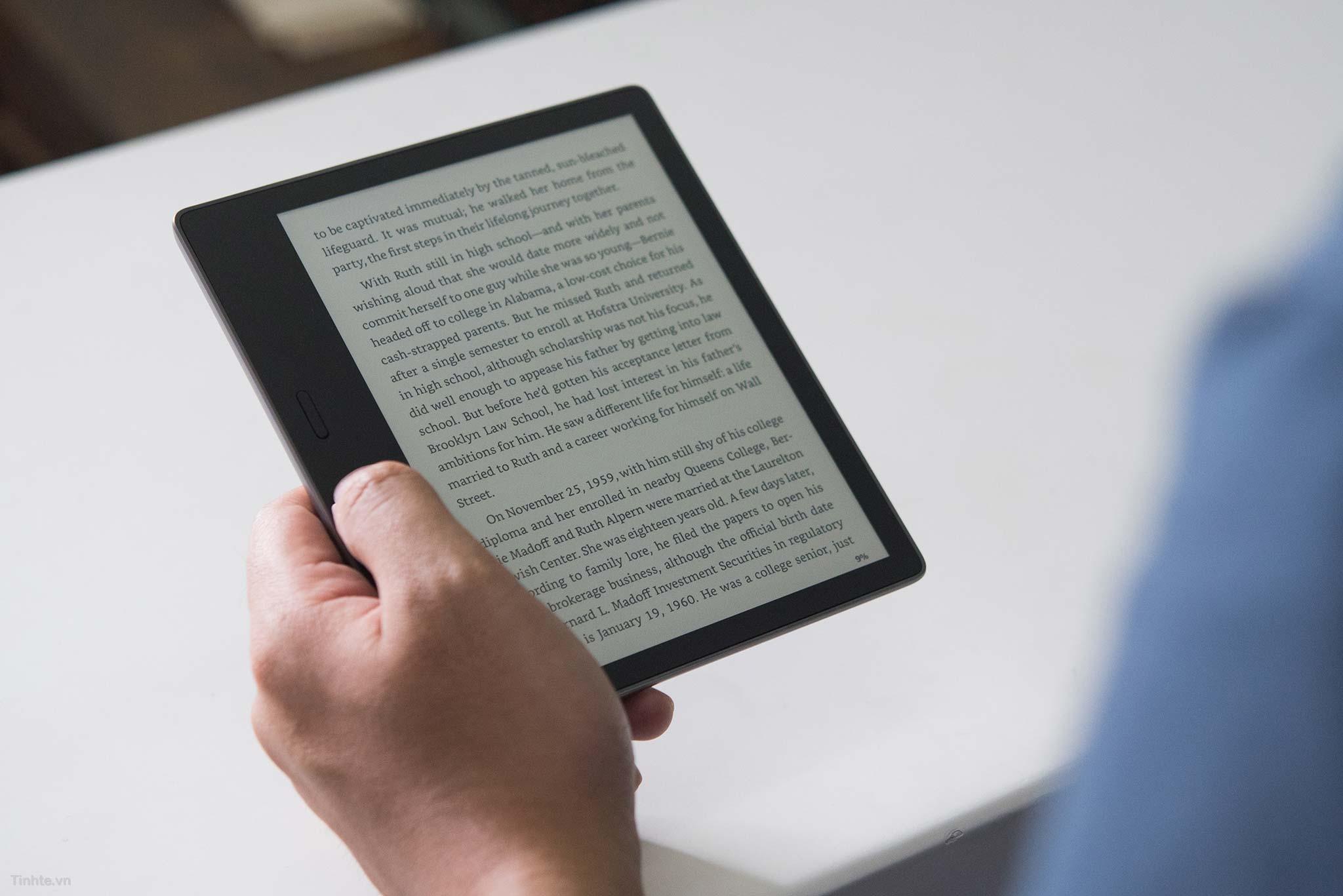 Máy đọc sách Amazon Kindle Oasis 2 - dung lượng 8GB - Hàng nhập khẩu