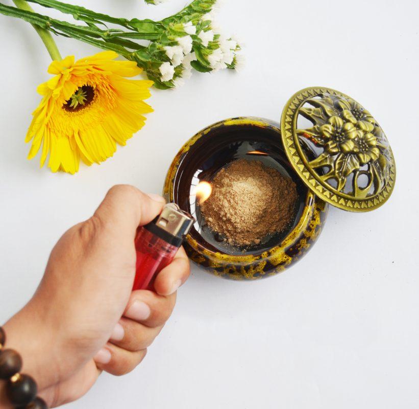 Bột Trầm Hương Nguyên Chất 100% Tẩy Uế, Xông Nhà, Loại Trung, Mùi Trầm Thơm Thoang Thoảng - hộp 100gram