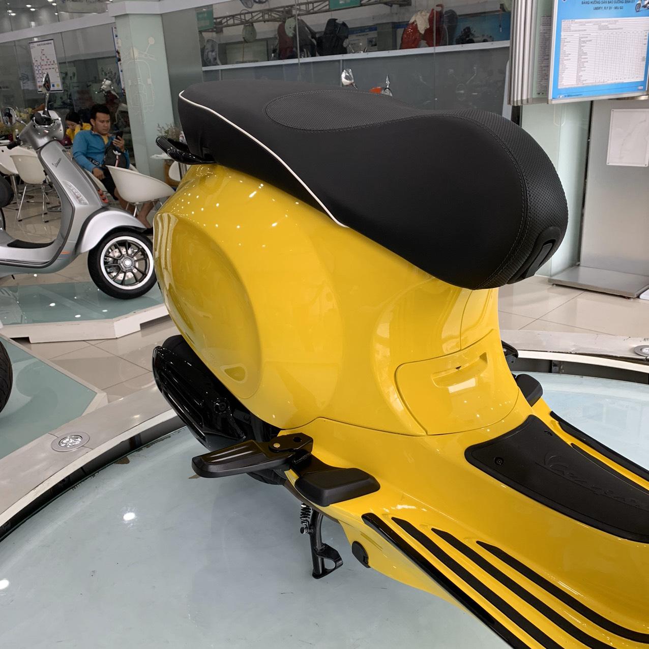 Bộ gác chân dành cho xe Vespa