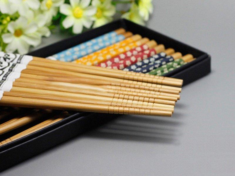 Bộ đũa gỗ cao cấp chống mốc họa tiết hoa xanh (5 đôi/bộ) - Hàng Nội địa Nhật