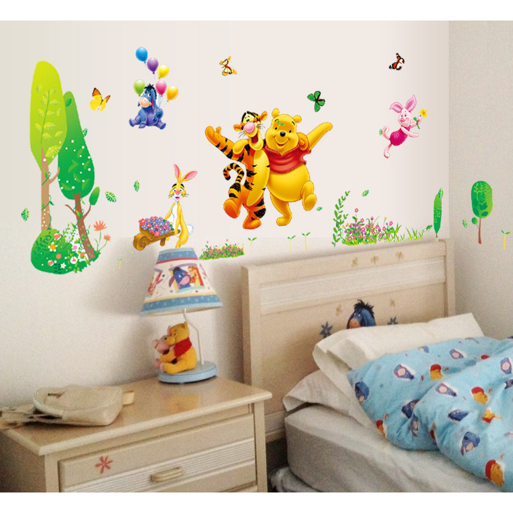 Decal dán tường trang trí phòng bé yêu hinh gấu pooh vui nhộn dễ thương (70 x 170cm)